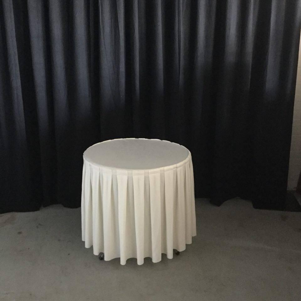 Ronde tafel met linnen
